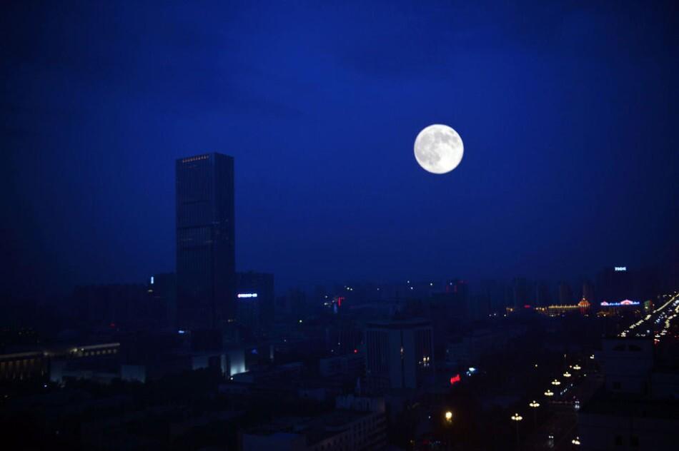 超级月亮 发现精彩 - 朋友圈