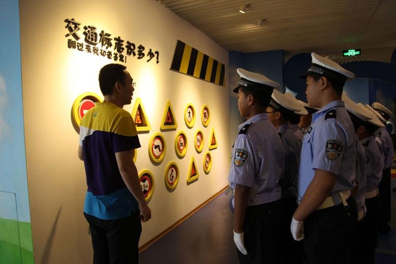 寿光小交警到潍坊交警支队参观学习体验